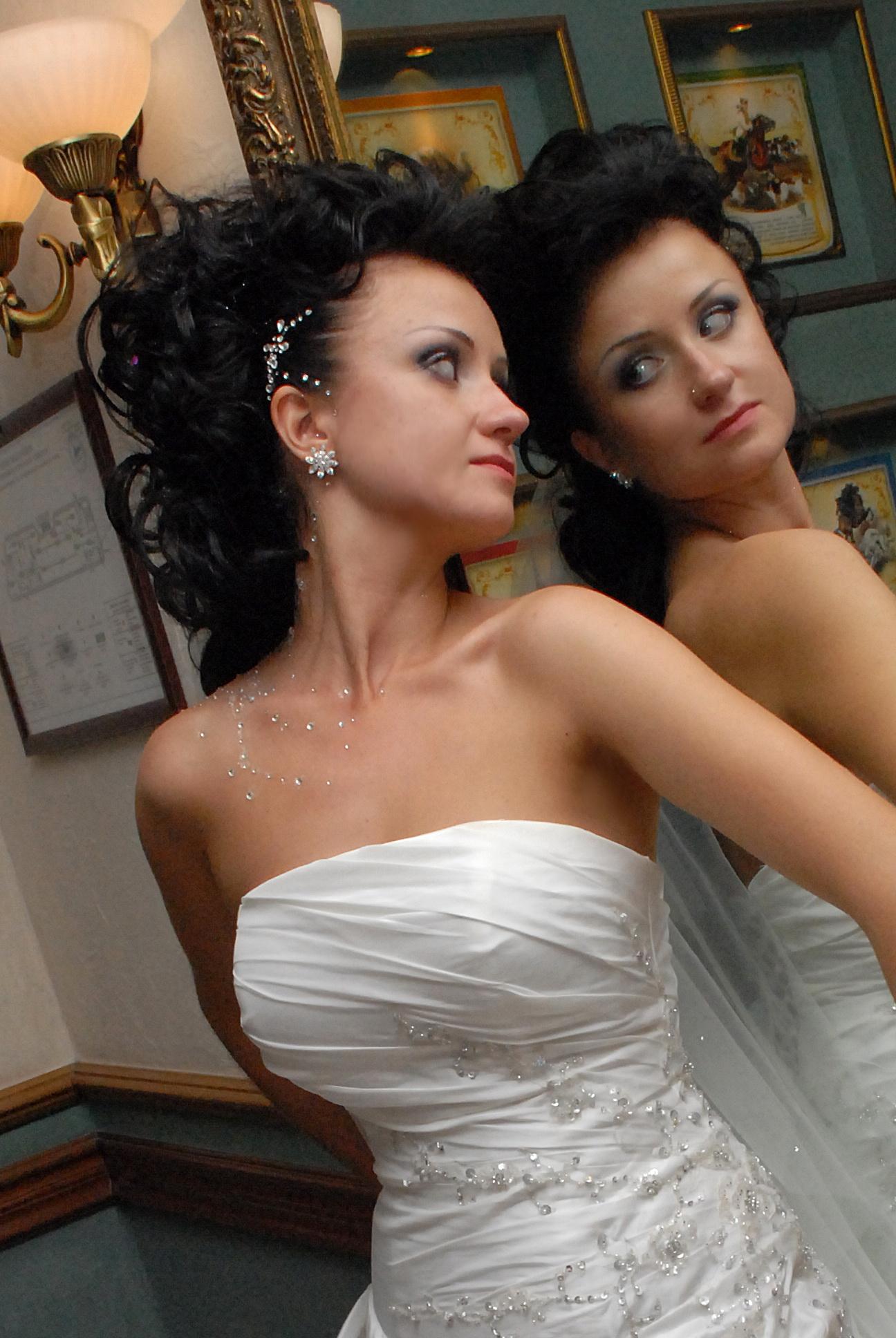свадебные прически 2012 со стразами